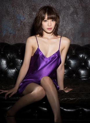 Beautiful asian babe Airi Suzumura is..