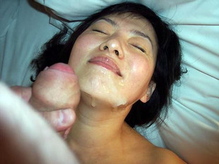 Beddable asian girlfriend showing how..