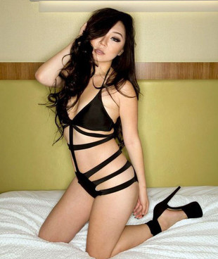 Hot asian seductress posing in sexual..