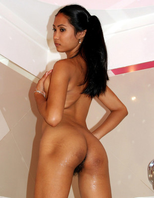 This asian Filipina milf has a nice..