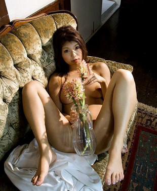 Naughty asian Azumi Harusaki showin..