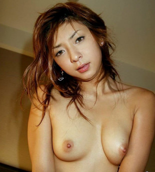 Naughty petite asian model shows her..