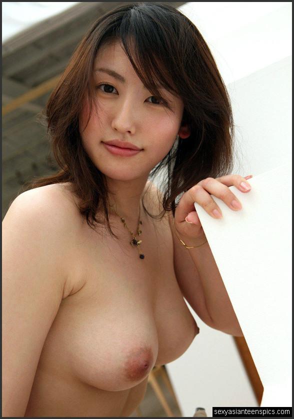 asiatische nackt strumpfe