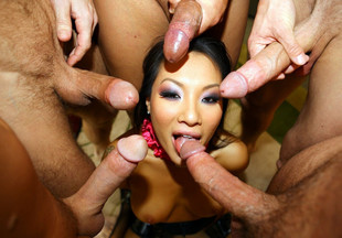 Gorgeous asian pornstar Asa Akira gets..